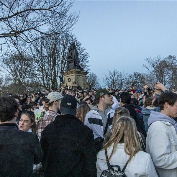 Beperkte toegang tot Amsterdams Vondelpark na grote drukte