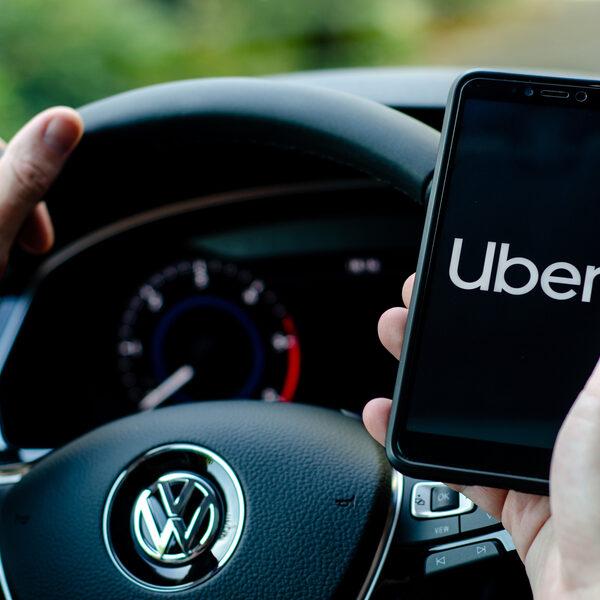 Man (35) beschuldigd van mishandeling nadat hij scheet liet in Uber