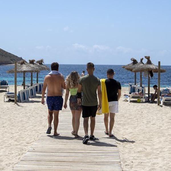 Hugo de Jonge vreest voor vakantiegangers: 'Kleurcode mogelijk naar rood'