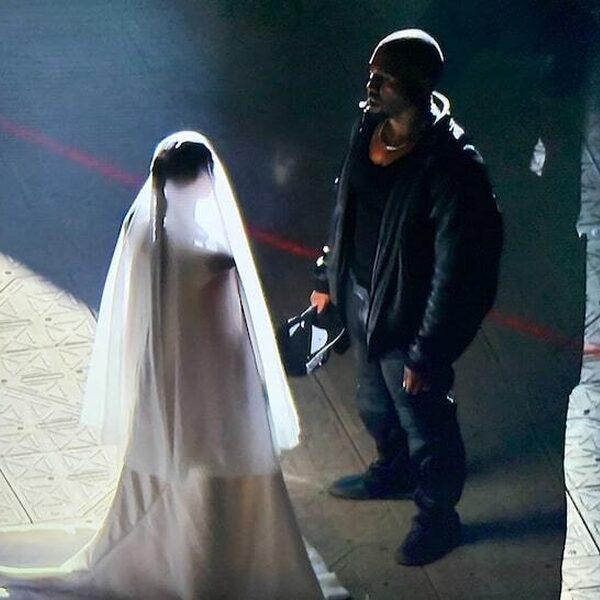 Kim Kardashian verschijnt in trouwjurk bij 'Donda'-luisterevent Kanye
