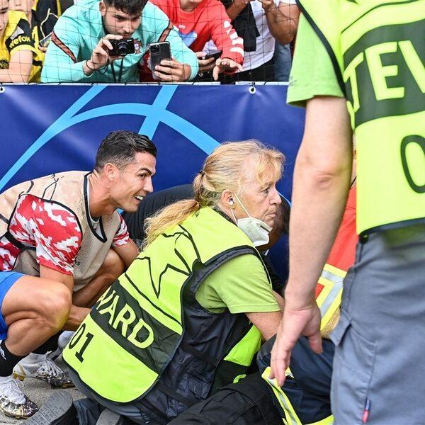 Cristiano Ronaldo schiet steward knock-out, biedt meteen hulp