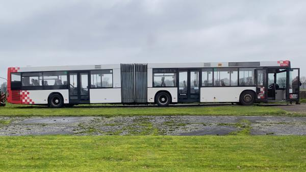 03 754d4c75b7 Stadsbus in Wapse volledig