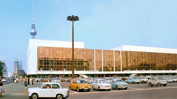 04 33c8ee8ebe Palast der Republik DDR 1977