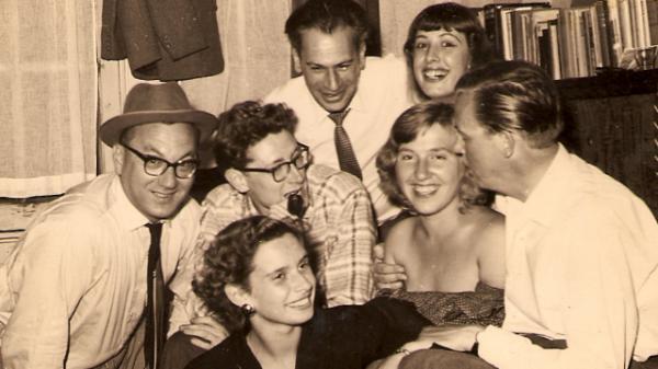 14 256c9bfc5f De groep rond de Mallemolen in 1955 met rechtsboven Barbara die een sleutelrol zou spelen bij het uiteenvallen van het collectief