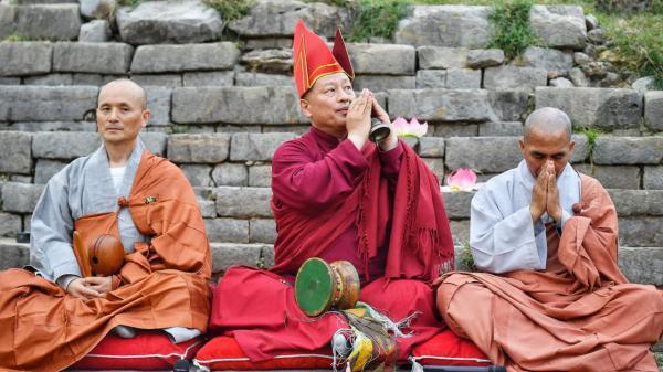 29 87956a4a4e biddende monniken uit zuid korea