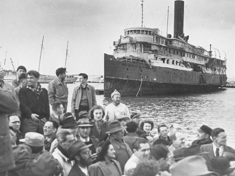 807 jews migrating