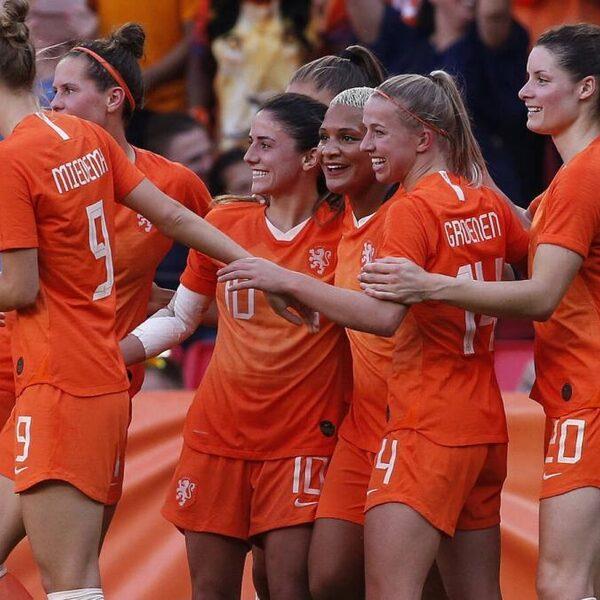 Oranje met ruime zege op Australië naar WK