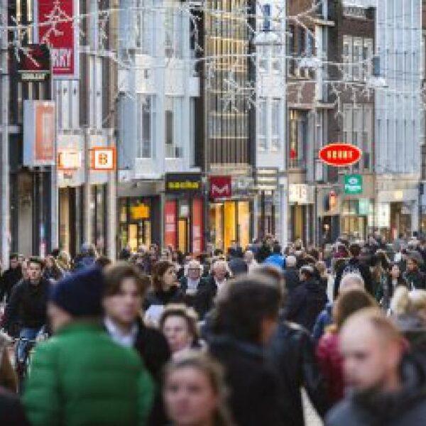 Bevolkingsgroei Nederland vooral door immigratie: 'Geen bovengrens, dat is zorgelijk'