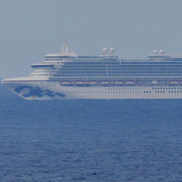Cruiseschepen dobberen voor Australische kust, bemanning mag niet van boord