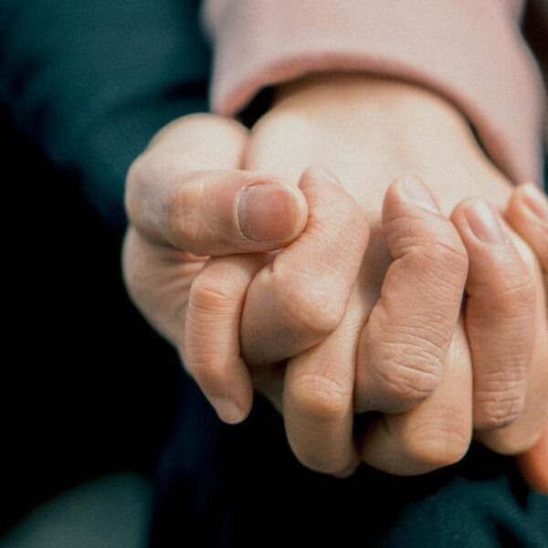 Afscheid nemen in coronacrisis: 'Hartverscheurend om mensen weg te houden van geliefden'