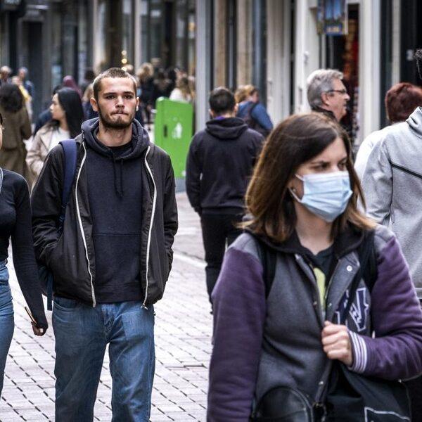 Epidemioloog Arnold Bosman: 'Mondkapjes op straat, winkels en scholen'