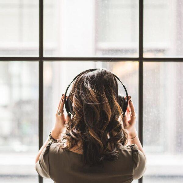 Techgiganten strijden om jouw oor: 'Wees op je hoede'