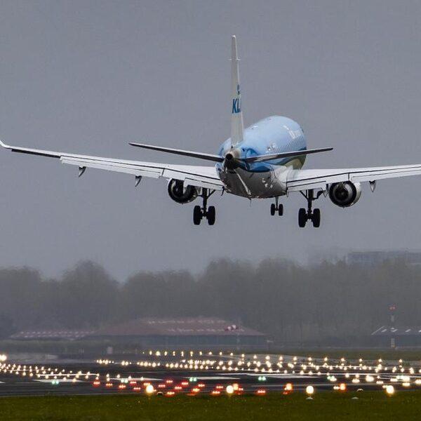 Ook met staatsteun veel onzekerheid over overlevingskans KLM: 'Het geld is met een half jaar op'