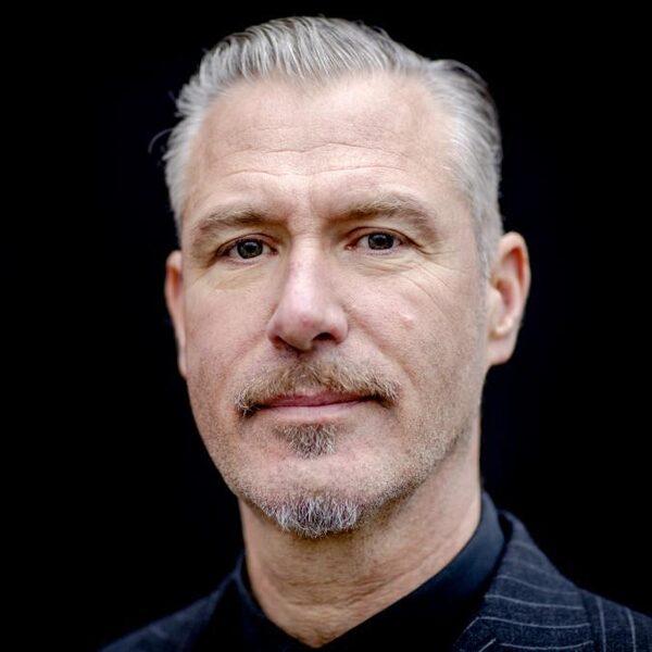 Eric Corton schreef passiehoorspel 'Over Lijden': 'We hebben afgelopen jaar behoorlijk wat geleden'