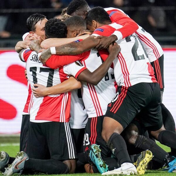 Feyenoord verrast Porto, AZ pakt knap een punt tegen Manchester United