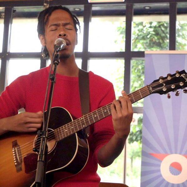 Jeangu Macrooy: 'muziek gaat óók over onze geschiedenis'