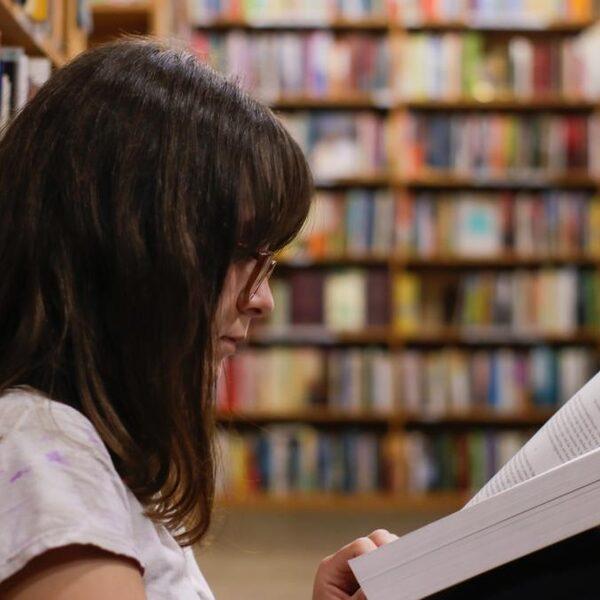 Leesvaardigheid Nederlandse jongeren voor het eerst ondergemiddeld