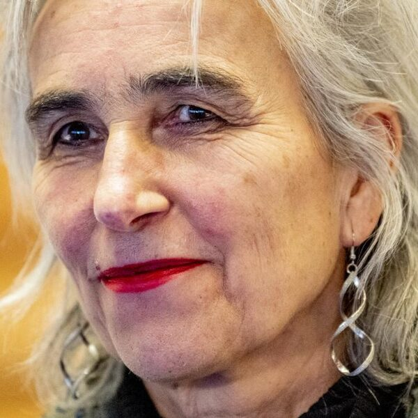 OMT-lid Marion Koopmans: 'Boek geen vakanties buiten Europa'