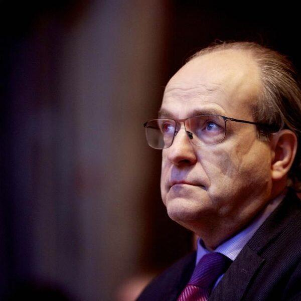 Melkert (Voorzitter Ziekenhuisbranche) aan Hoekstra: 'Staak verzet en geef iedereen die zorgbonus'