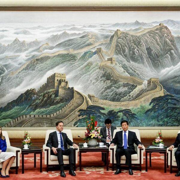 Kunnen de machten VS en Europa en China naast elkaar bestaan?