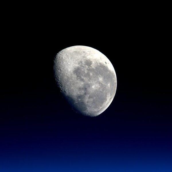 NASA presenteert plannen: in 2024 weer mensen op de maan