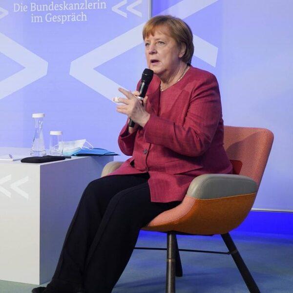 Merkel geeft vandaag de jaarlijkse 5 mei-lezing via een videoverbinding