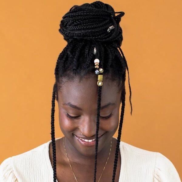 Opgroeien als zwarte vrouw in Nederland: 'Ik overleefde door mijn emoties uit te zetten'