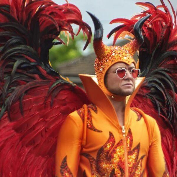 Elton John als neergestorte engel