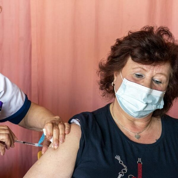 Is corona écht voorbij als we allemaal zijn gevaccineerd?