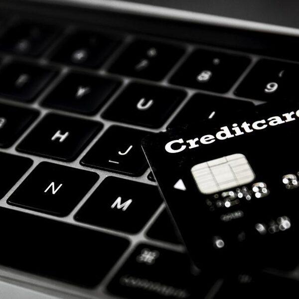 'Consumenten voor 5 miljoen euro opgelicht via nepwinkels op sociale media'