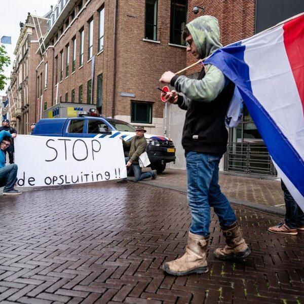 Hoeveel aandacht moeten anti-5G en anti-lockdown demonstranten krijgen?