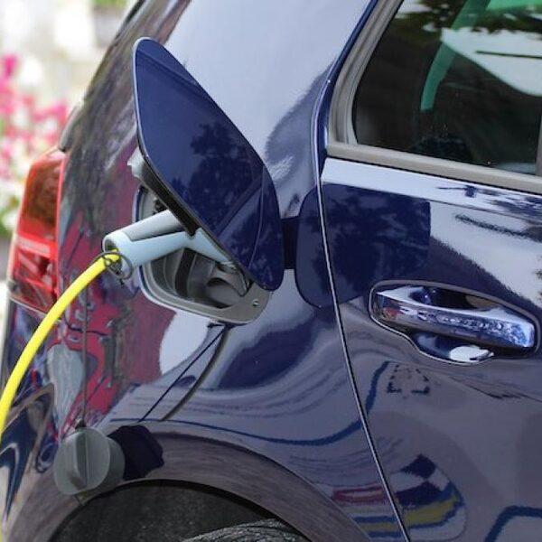 Subsidie elektrische auto: 'Vooral aantrekkelijk voor mensen met zonnepanelen en een eigen oprit'