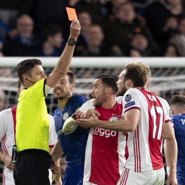 Verloor Ajax van Chelsea dankzij de scheidsrechter?