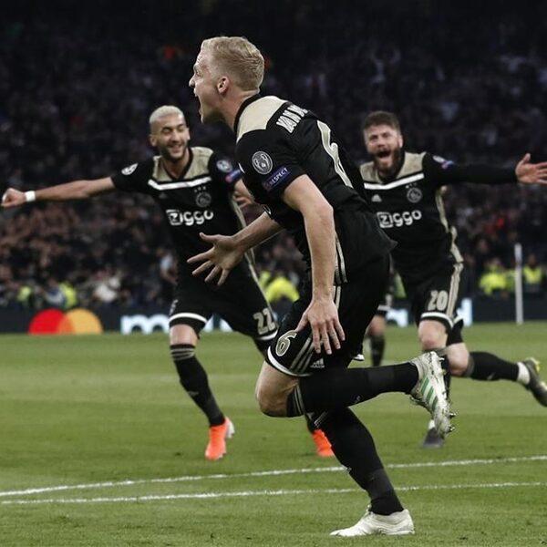 Maak jouw opstelling voor Ajax tegen Tottenham Hotspur