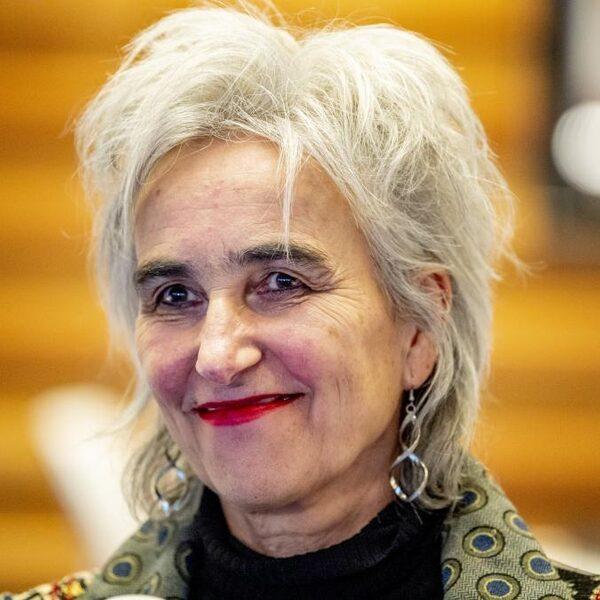 Viroloog Marion Koopmans: hou vast aan de anderhalve meter