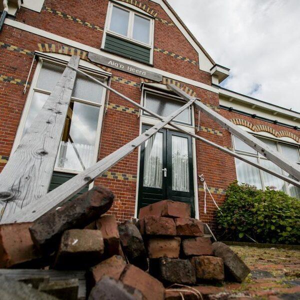 NAM wil maar 50 huizen versterken in plaats van 26.000, Groningers en Kamerleden woedend