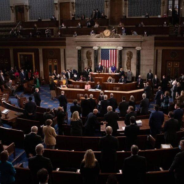 Amerikaanse Congres alsnog bijeengekomen na bestorming
