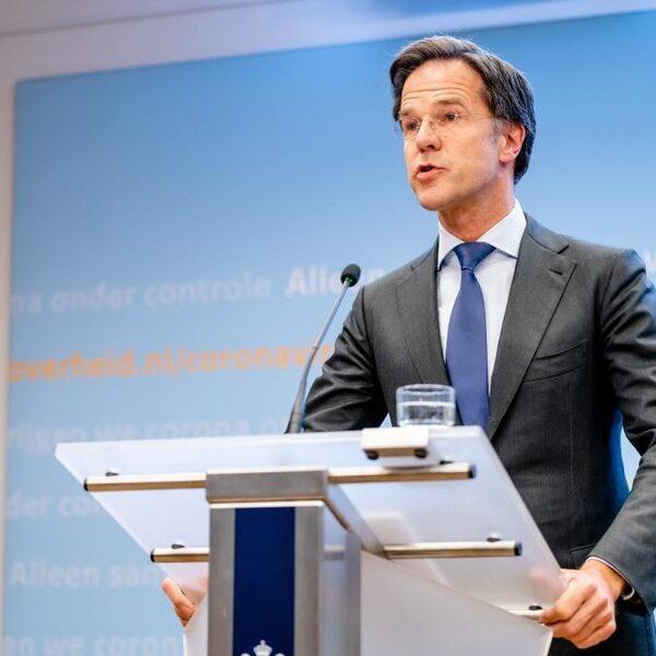 Evenwichtsbalk persconferentie Rutte: 'Kan voorstellen dat je ervan af kunt kukelen'