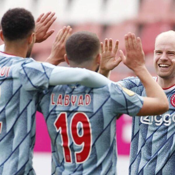 Ajax zet FC Utrecht makkelijk opzij in tamme wedstrijd