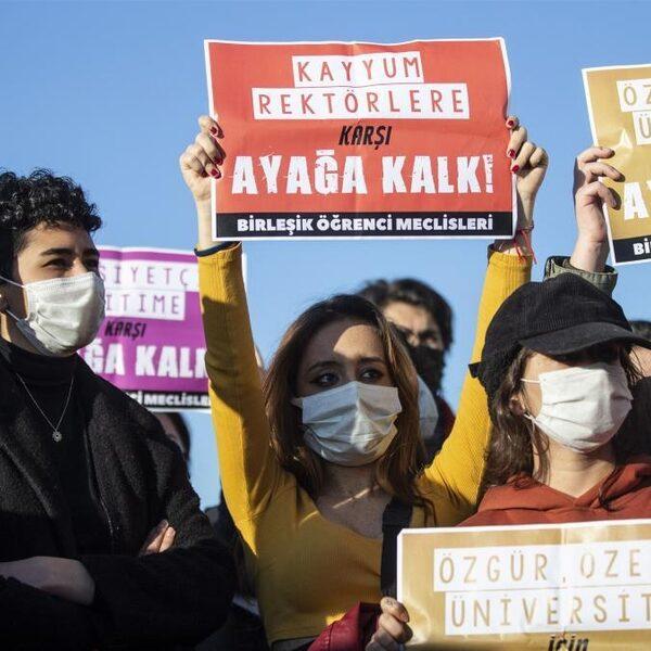 Turkse studenten pikken bemoeienis van Erdogan niet meer