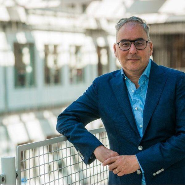 OMT-lid Marc Bonten: 'Huiverig voor versoepelingen in combinatie Fieldlab-events'