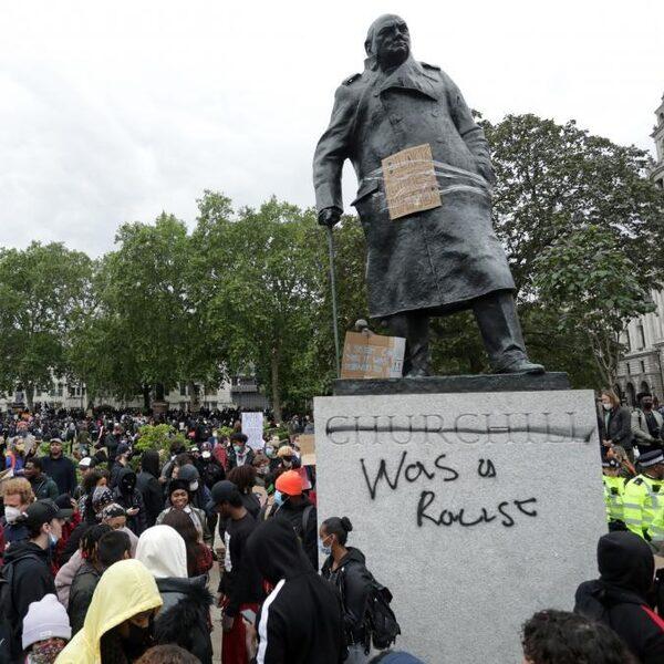 Aanvallen en beledigen standbeelden: 'Je weet nu al dat de trend ook deze kant op komt'