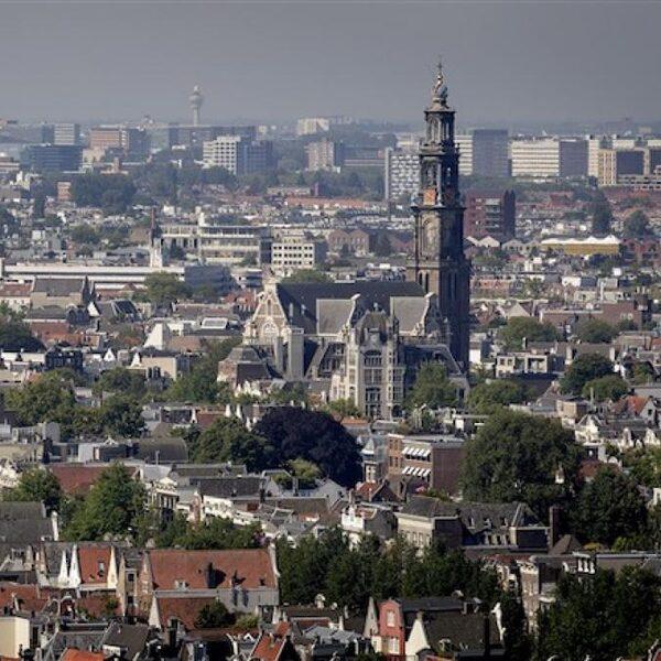 'Zelfwoonplicht' moet huisjesmelkers van Amsterdamse huizenmarkt verdrijven