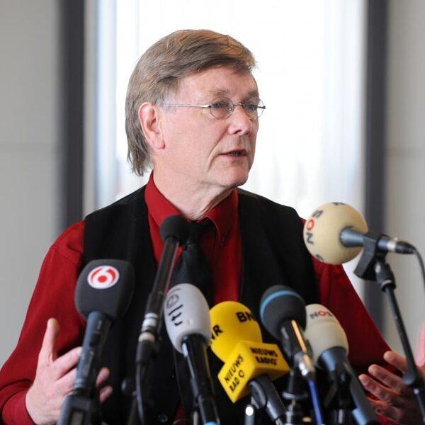 Ab Osterhaus: 'Opmerkelijk' dat Nederland advies van EMA over AstraZeneca niet overneemt