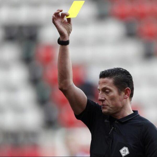 Eredivisievoetballer verdacht van 'spotfixing' na gele kaart, politie doet onderzoek