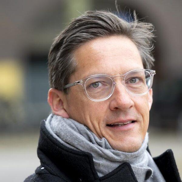 Eerdmans (JA21): NPO is veel te links, geef rechtse omroepen meer ruimte