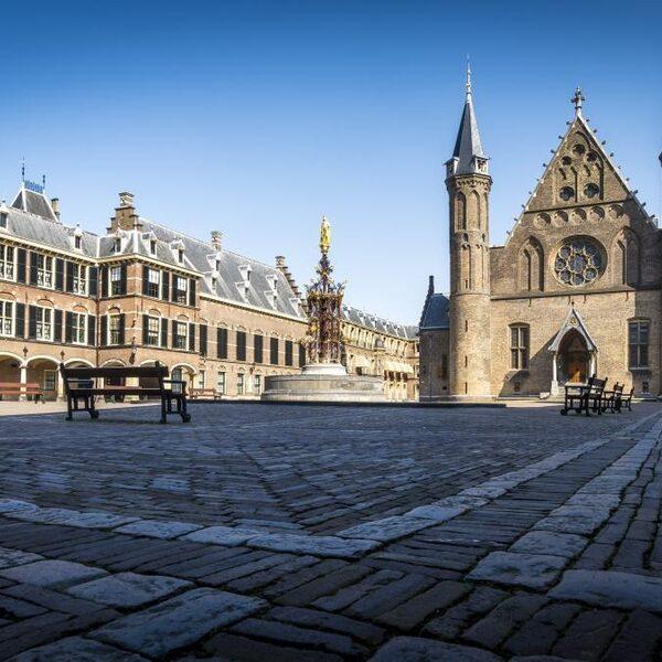 Seksisme op het Binnenhof: 'Mooi is ze he? En ze is nog slim ook'