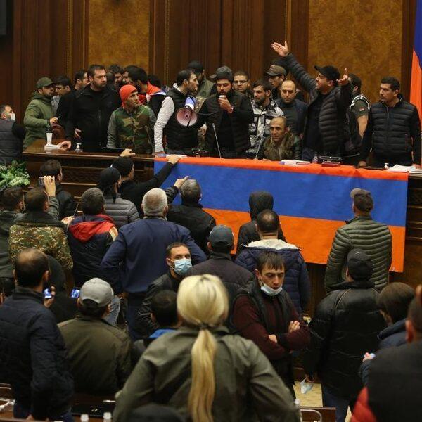 Afspraak Armenië, Azerbeidzjan en Rusland: einde oorlog Nagorno-Karabach