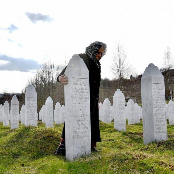 Oud-minister Voorhoeve over Srebrenica: 'Dit had nooit mogen gebeuren'