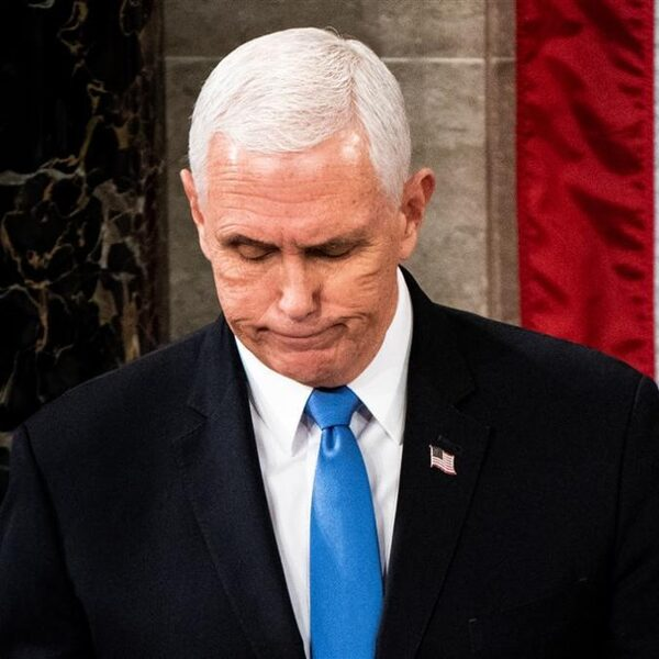 Podcast De Dag: de onmogelijke positie van Mike Pence